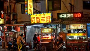 henchung taiwan night street scooter food stall