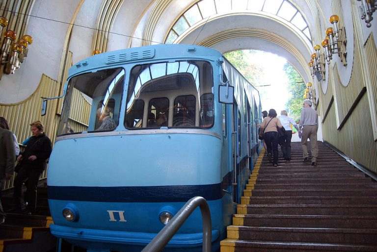kiev funicular Flickr: BBM Explorer / Rob [CC BY 2.0 (https://creativecommons.org/licenses/by/2.0)]