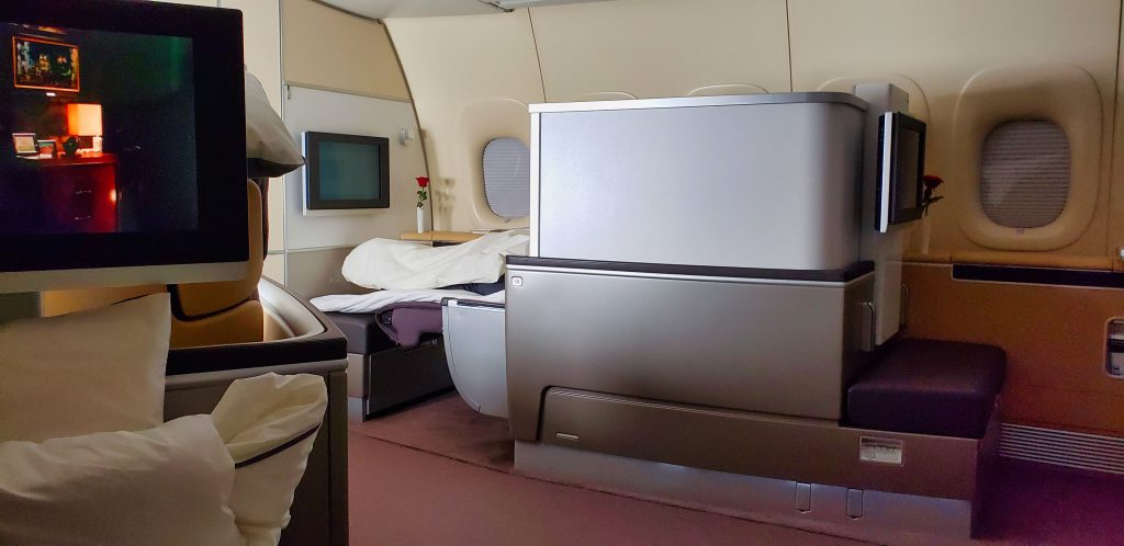 lufthansa 747 first class seat privacy