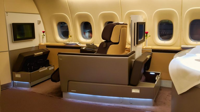 lufthansa 747 first class seat solo space