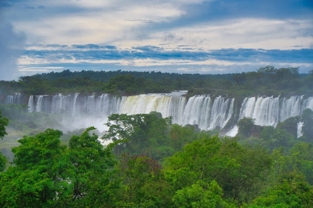 How do you get to Iguazu Falls View from low walk
